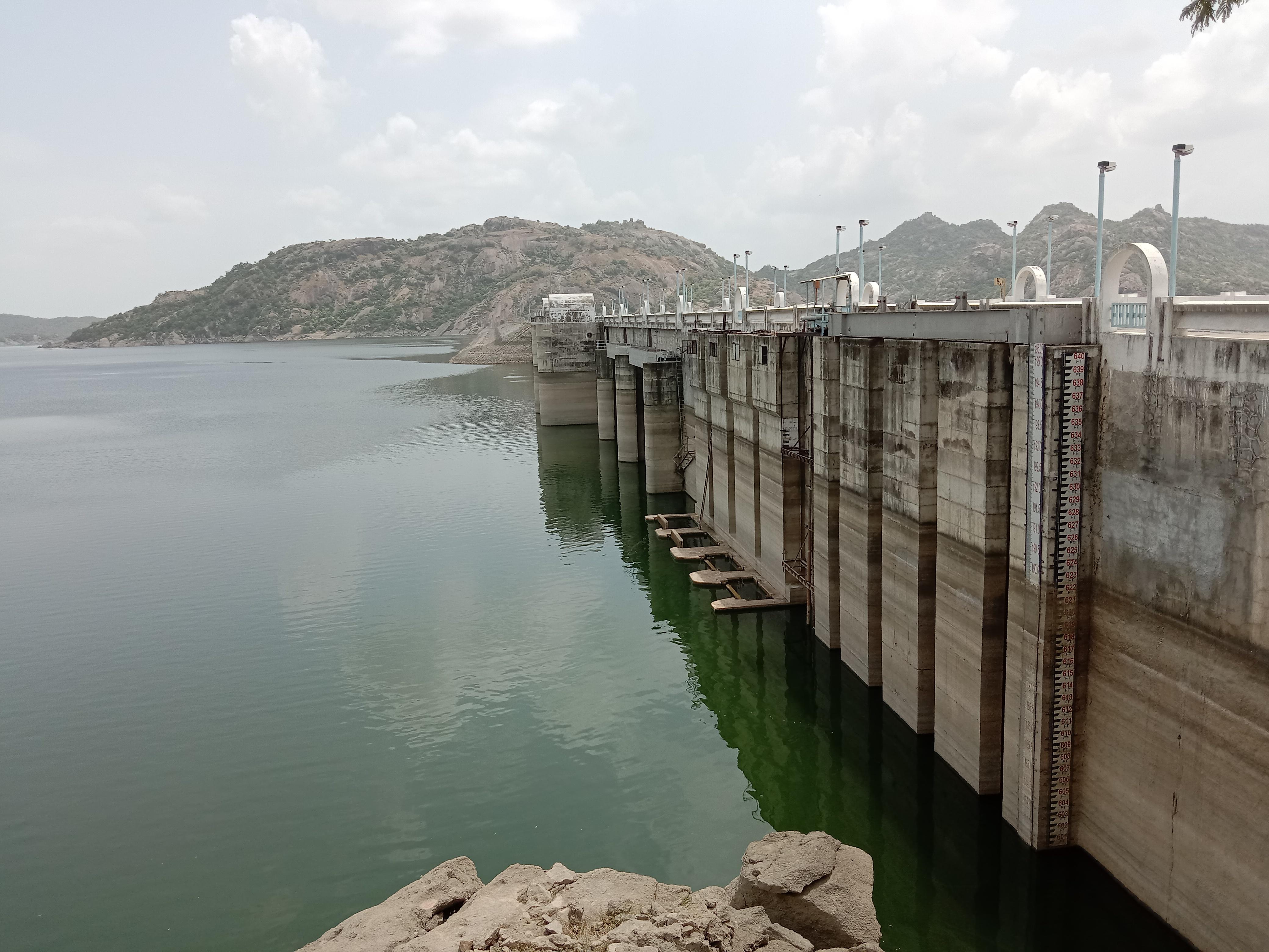 ધરોઈ ડેમમાં ગત વર્ષ કરતા આ વર્ષે 14 ફૂટ પાણી ઓછું,