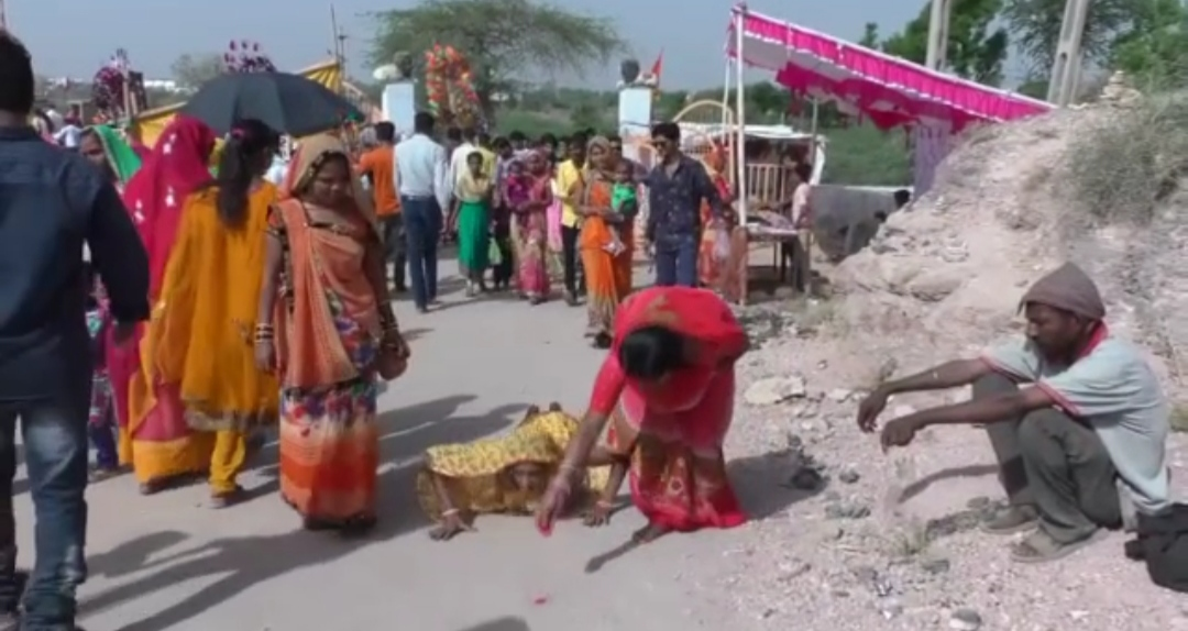 આજે શ્રાવણ વદ સાતમે ધ્રાંગધ્રામાં આવેલા શીતળા માતાના મંદિરે ભક્તોએ દર્શન કર્યા - Divya Bhaskar