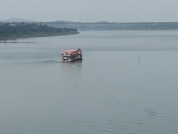 નર્મદા નદીમાં પાણી ઠલવાતાં સરોવર છલોછલ ભરાયું છે. - Divya Bhaskar