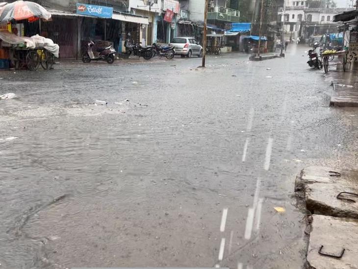 પોશીના વિજયનગર અને પોશીનામાં વરસાદ પડતાં વાતાવરણ ઠંડક જામી હતી. - Divya Bhaskar