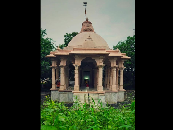 અરેઠ ગામના શિવભક્ત પુત્રેએ બનાવેલ શિવમંદિર - Divya Bhaskar