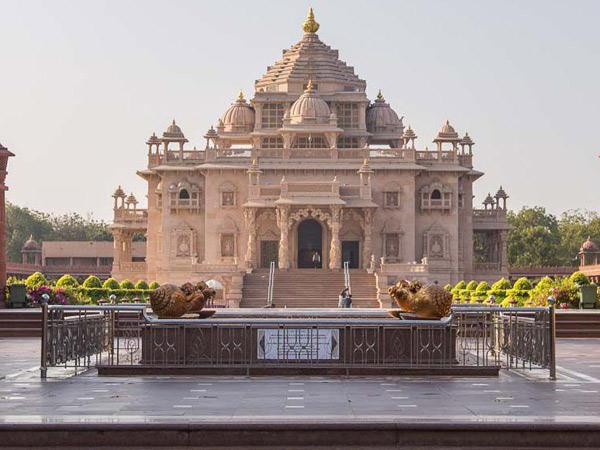 જન્માષ્ટમી નિમિત્તે ગાંધીનગરનું અક્ષરધામ મુલાકાતીઓ માટે ખુલ્લું રખાશે; સામાન્ય દિવસોમાં સોમવારે મંદિર બંધ હોય છે|ગાંધીનગર,Gandhinagar - Divya Bhaskar
