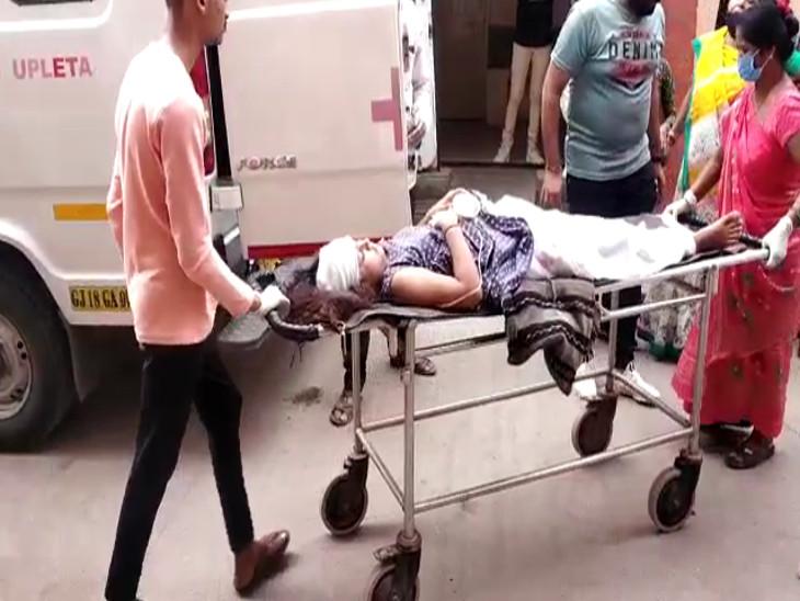 બે વ્યક્તિને વધુ સારવાર અર્થે રાજકોટ હોસ્પિટલ ખાતે ખસેડાયા હતા
