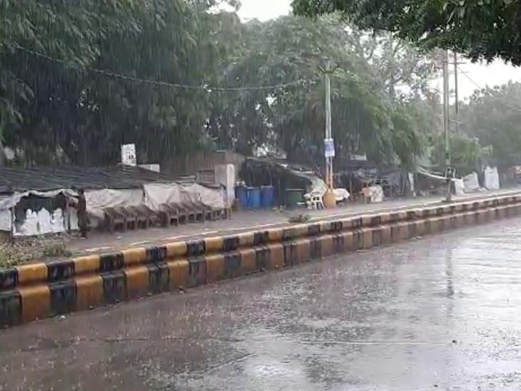 જેતપુર શહેરમાં ધીમીધારે વરસાદ.