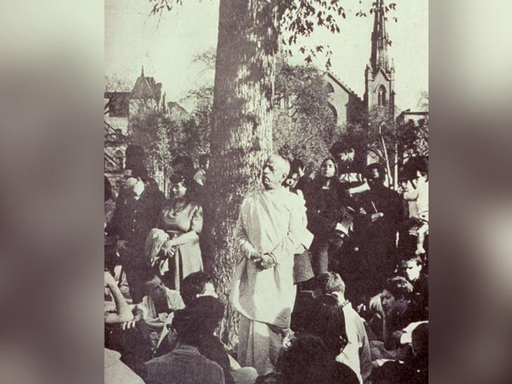 યુએસના બોસ્ટનનું તે ઝાડ, જ્યાં શ્રીલ પ્રભુપાદ ઊભા રહીને ભગવત ગીતાનો ઉપદેશ આપતા હતા અને કીર્તન કરતા હતા. આ ઝાડનું નામ તેમની યાદમાં હરે કૃષ્ણ ટ્રી રાખવામાં આવ્યું. આજે પણ ઇસ્કોનના ભક્ત આ ઝાડને જોવા આવે છે.