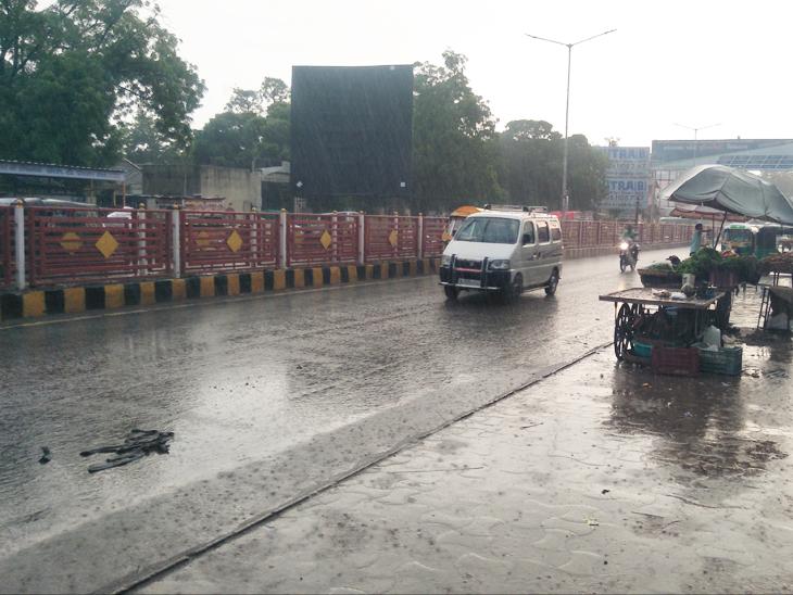 પાટણ શહેરમાં રવિવારે વરસાદ પડતાં ઠંડક પ્રસરી જવા પામી હતી. - Divya Bhaskar