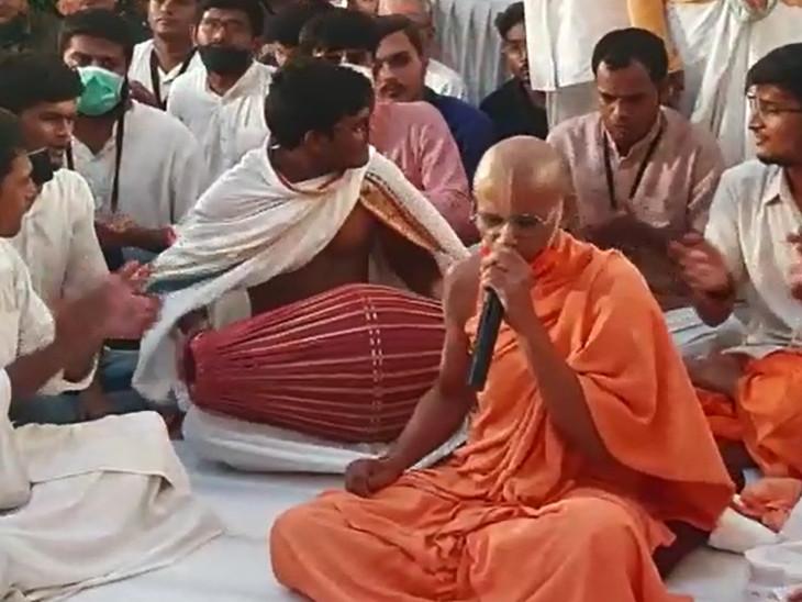મંદિરોમાં ભજન મંડળીઓએ શ્રી કૃષ્ણના વધામણા કરતા ભજનોની રમઝટ બોલાવી