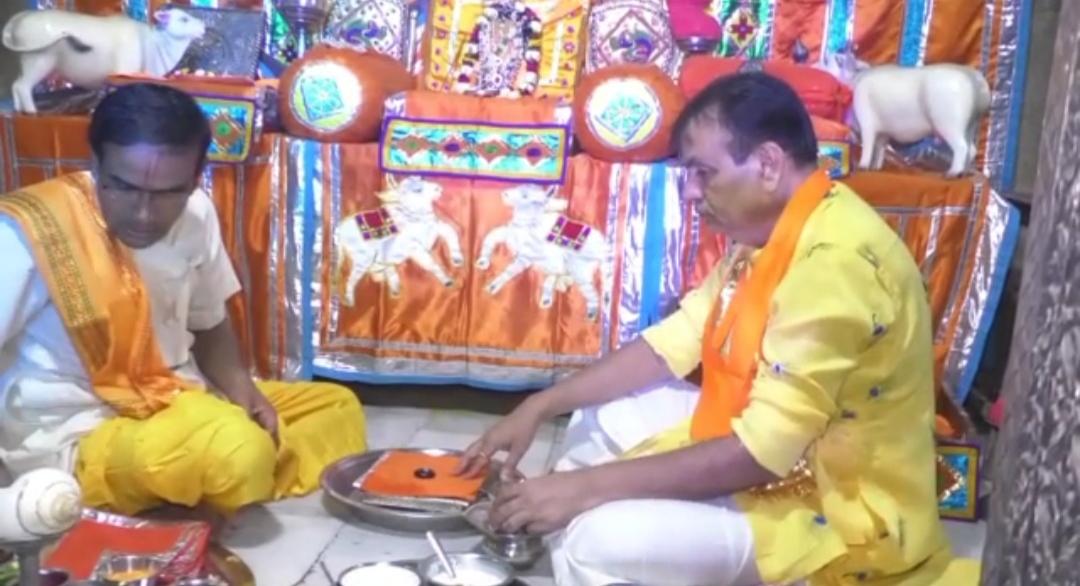 ધ્રાંગધ્રામાં 161 વર્ષ જૂની પુષ્ટિય સંપ્રદાયની હવેલીમાં કૃષ્ણ જન્મ ઉજવણી - Divya Bhaskar