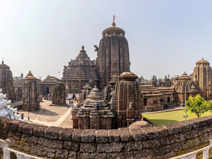 લિંગરાજ મહાદેવ; ભુવનેશ્વરમાં આવેલાં આ મંદિરમાં ભગવાન શિવ અને વિષ્ણુ એકસાથે બિરાજમાન છે|ધર્મ,Dharm - Divya Bhaskar