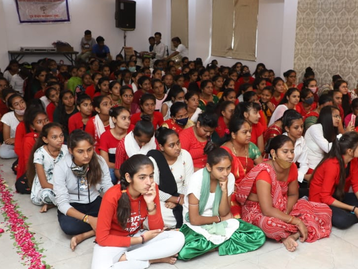 """શંખેશ્વર ખાતે """"દીકરી વંદના"""" કાર્યક્રમ હેઠળ 145 દીકરીઓને સન્માન સમારોહ પાટણ,Patan - Divya Bhaskar"""