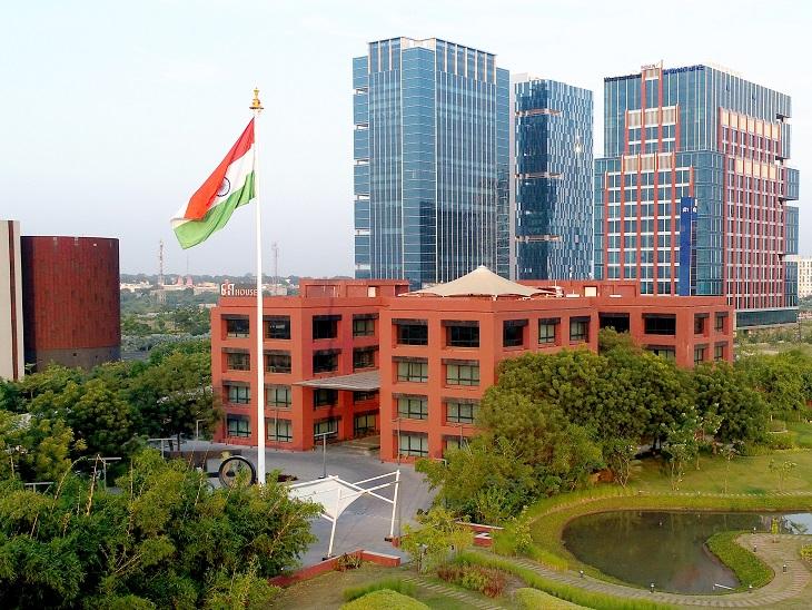 ગાંધીનગર સ્થિત ગિફ્ટ સિટીનું મેઇન બિલ્ડિંગ. - Divya Bhaskar