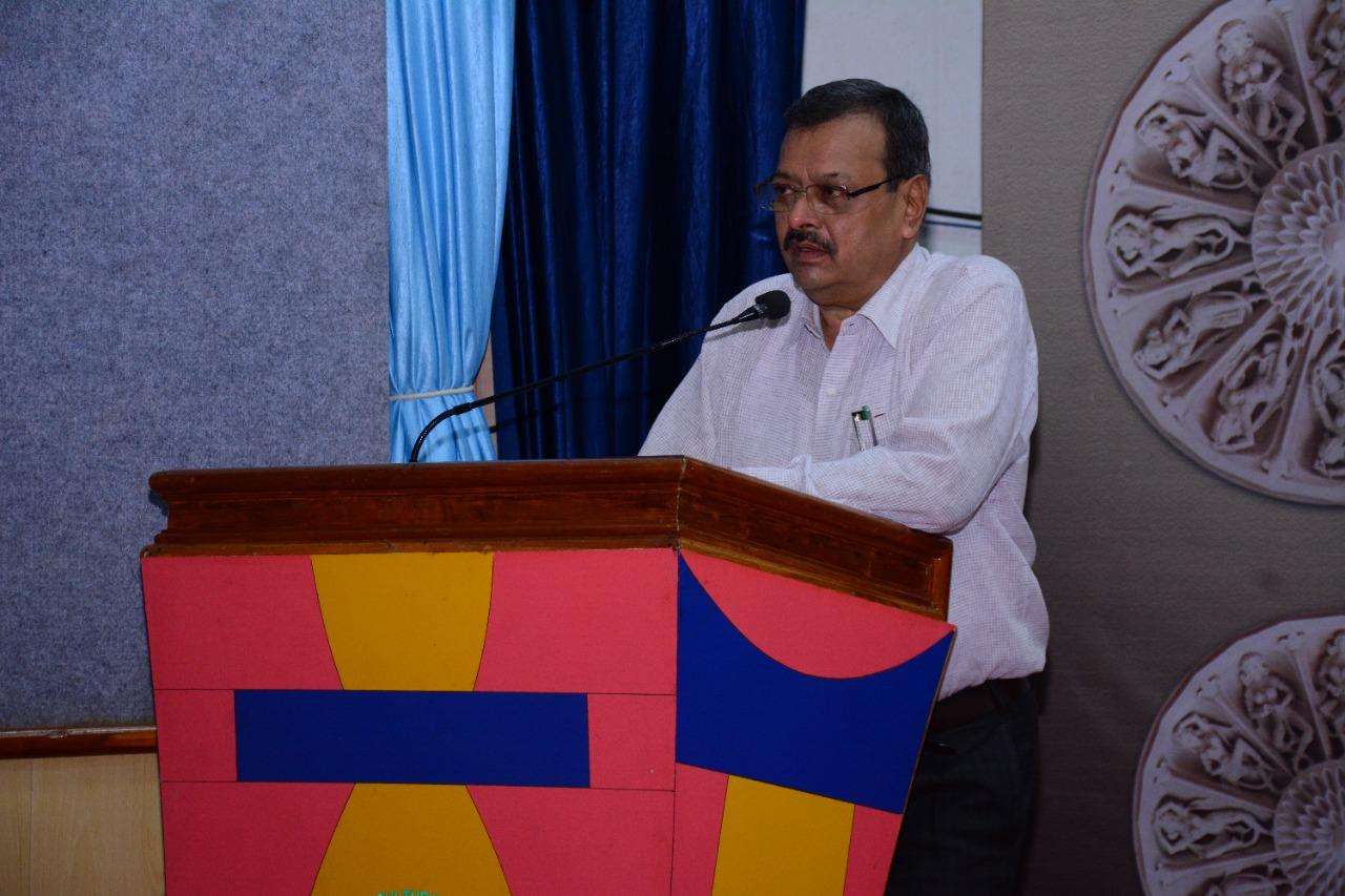 કુલપતિ ડો.કે.બી.કથીરીયા - Divya Bhaskar