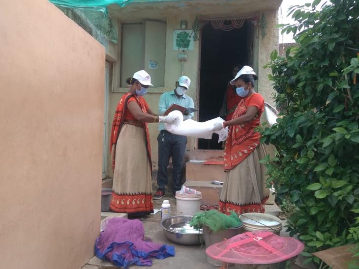 ખેડા જિલ્લામાં ડેન્ગ્યુને અટકાવવા માટે આરોગ્ય પ્રશાસન દ્વારા વિશેષ કામગીરી હાથ ધરવામાં આવી છે. - Divya Bhaskar