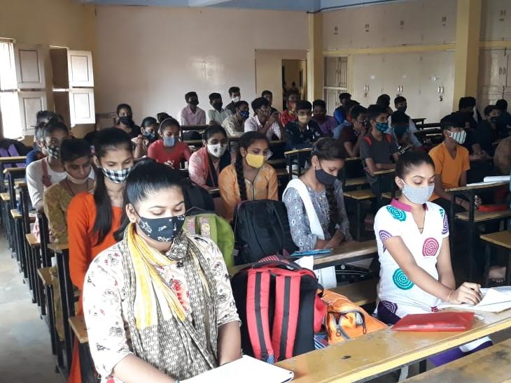 આજથી ધોરણ 6થી 11ના વિદ્યાર્થીઓ માટે શાળામાં ઓફલાઈન અભ્યાસ શરૂ થનાર છે. - Divya Bhaskar