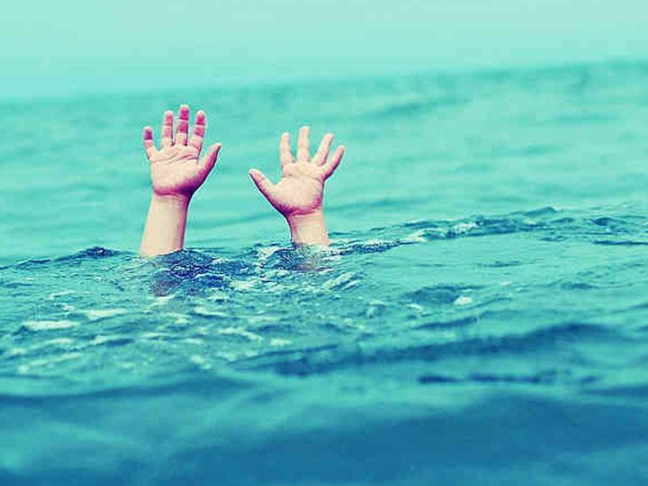 મહુવા પાસે માનતા માટે ગયેલા સુરતના પરિવારના 5 નદીમાં ડૂબ્યા મહુવા (ભાવનગર),Mahuva (Bhavnagar) - Divya Bhaskar