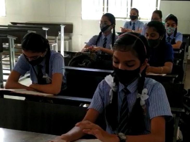 સુરતની સ્કૂલોમાં આજથી ધો-6થી 8ના વર્ગો શરૂ, 90 ટકા વિદ્યાર્થીઓ હાજર, વિદ્યાર્થીઓએ કહ્યું: 'શાળાને ખૂબ જ મિસ કરી, ઓનલાઇન શિક્ષણથી કંટાળી ગયા હતા'|સુરત,Surat - Divya Bhaskar