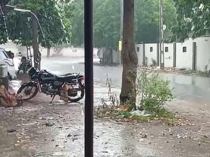 રાજકોટમાં સતત બીજા દિવસે મેઘમહેર, મેટોડા GIDC અને લોધિકા પંથકમાં ધોધમાર વરસાદ વરસ્યો|રાજકોટ,Rajkot - Divya Bhaskar