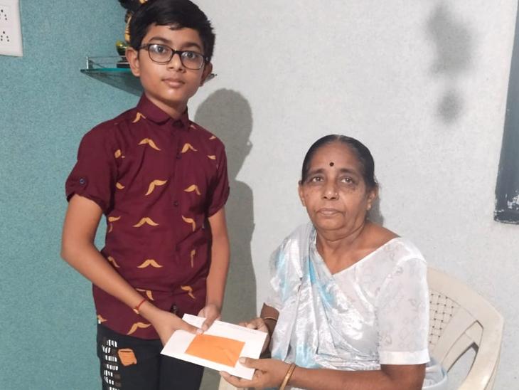 વિદ્યાર્થીઓની દાદા-દાદીને પત્ર લખી સર્જનાત્મક ઉજવણી બારડોલી,Bardoli - Divya Bhaskar