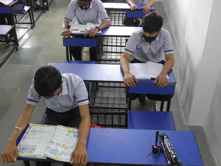 નવી ડિઝાઇનની બેંચ આવી હશે ,સેવન સ્ટેપ સ્કૂલ - Divya Bhaskar