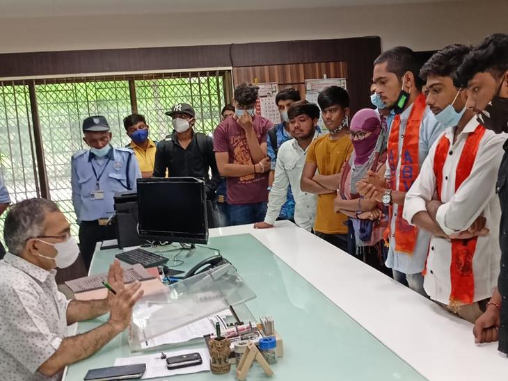 BCA સેમ-1માં ટેકનિકલ ખામીથી પરિણામ ઓછું કે નાપાસની રાવ|પાટણ,Patan - Divya Bhaskar