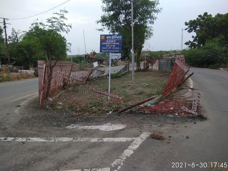 વઢવાણ-જોરાવરનગર રસ્તા પરનું વડ સર્કલ તૂટી ગયું હોવાથી અકસ્માતનો ભય છે. - Divya Bhaskar
