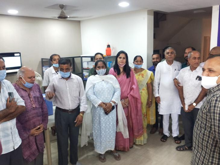 ભારત વિકાસ પરીષદના વેક્સિન કેમ્પની આગેવાનોએ મુલાકાત લીધી હતી. - Divya Bhaskar