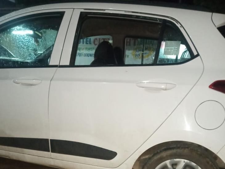 કારના દરવાજાનો કાચ તોડ્યો - Divya Bhaskar