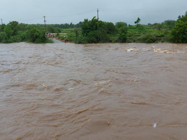 મેઘલ નદીમાં ઘોડાપુર. - Divya Bhaskar