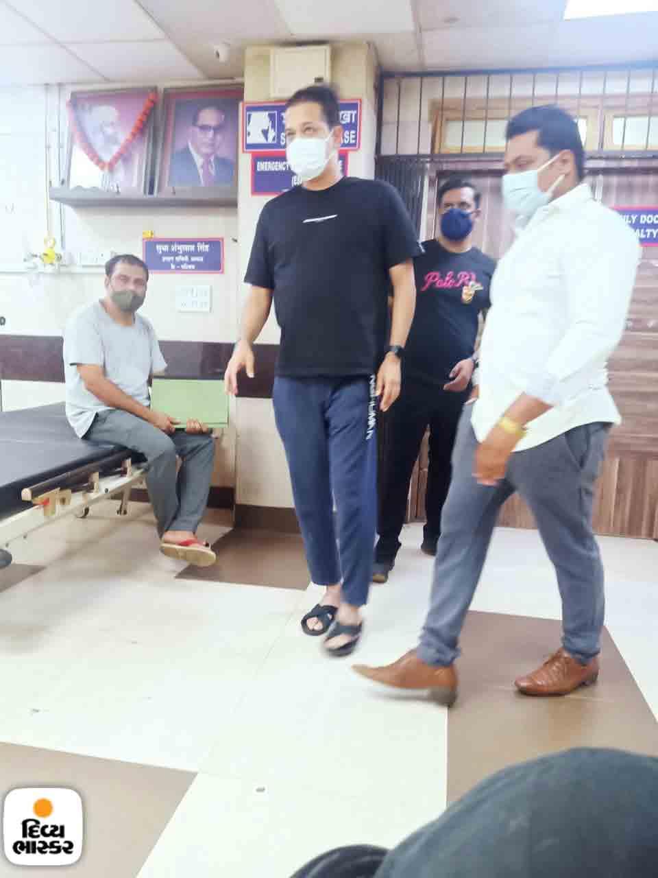 હોસ્પિટલમાં રાહુલ મહાજન.