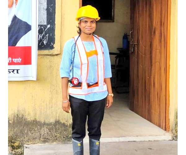 ઝારખંડનીઆકાંક્ષા કુમારી અન્ડર ગ્રાઉન્ડ માઈન્સમાંકામ કરનારીદેશનીપ્રથમ યુવતી બની|લાઇફસ્ટાઇલ,Lifestyle - Divya Bhaskar