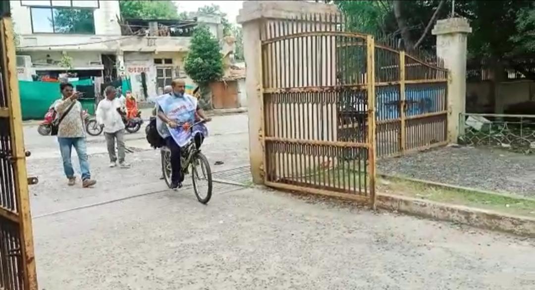કેન્દ્ર સરકારના નવા ત્રણ ક્રુષિ કાયદા રદ કરવાની માંગ સાથે સાયકલ યાત્રા લઇ નીકળેલા ખેડૂત આગેવાન સુરેન્દ્રનગર પહોંચ્યાં - Divya Bhaskar