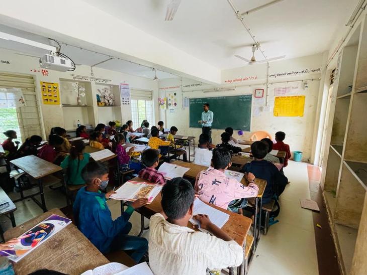 જિલ્લામાં વાલીઓની સંમતિથી શિક્ષણ કાર્યની શરૂઆત. - Divya Bhaskar
