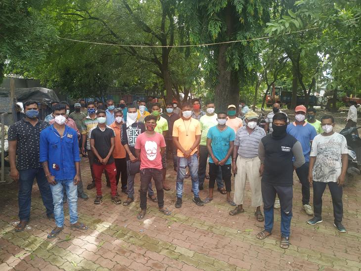 લઘુત્તમ વેતન મુજબનો વધારો પણ મંજૂર ન કરતા કામદારો વિફર્યા - Divya Bhaskar