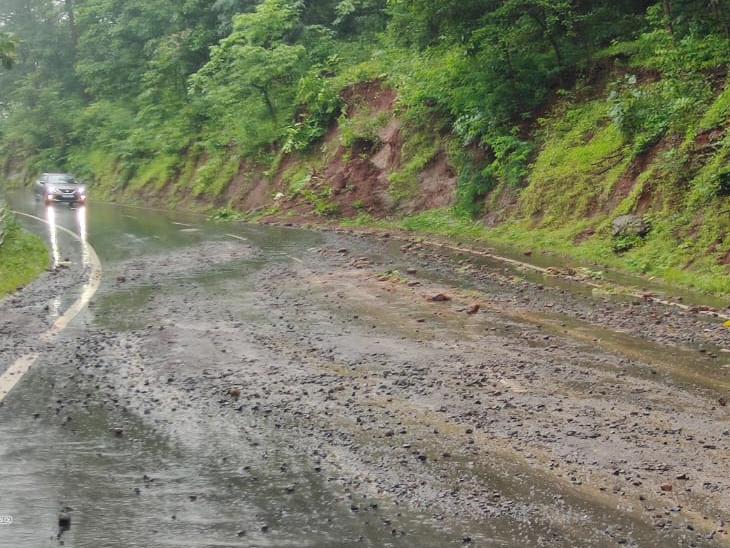 મહારાષ્ટ્રને જોડતો નેશનલ હાઈવે નં. 953 વરસાદમાં ધોવાયો, તાપી-ડાંગમાંથી પસાર થતો 100 કિ.મી.રસ્તો 2 વર્ષ પહેલાં જ નેશનલ હાઈવે માં સમાવિષ્ટ આહવા,Ahwa - Divya Bhaskar