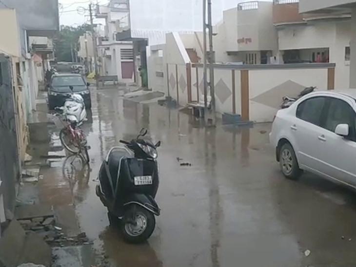 એક દિવસના વિરામ બાદ ગોંડલમાં આજે સવારે ધીમીધારે વરસાદ, રાજકોટમાં ઝરમર, રસ્તા ભીના થયા રાજકોટ,Rajkot - Divya Bhaskar