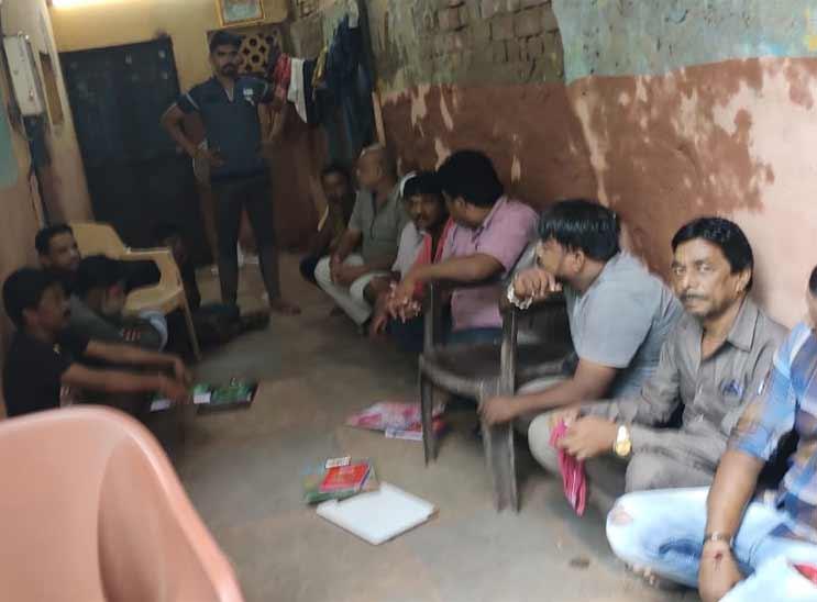 અમદાવાદના વાડજમાં બાબુ મારવાડીના જુગારધામ પર વિજિલન્સની રેડ, સ્થાનિક પોલીસ ઊંઘતી ઝડપાઈ અમદાવાદ,Ahmedabad - Divya Bhaskar