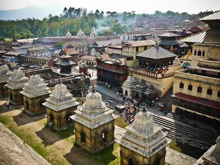 પશુપતિનાથ મંદિર 5મી સદીમાં બનેલું છે અને તે પછી મલ્લ રાજાઓ દ્વારા તેનું ફરી નિર્માણ કરવામાં આવ્યું હતું