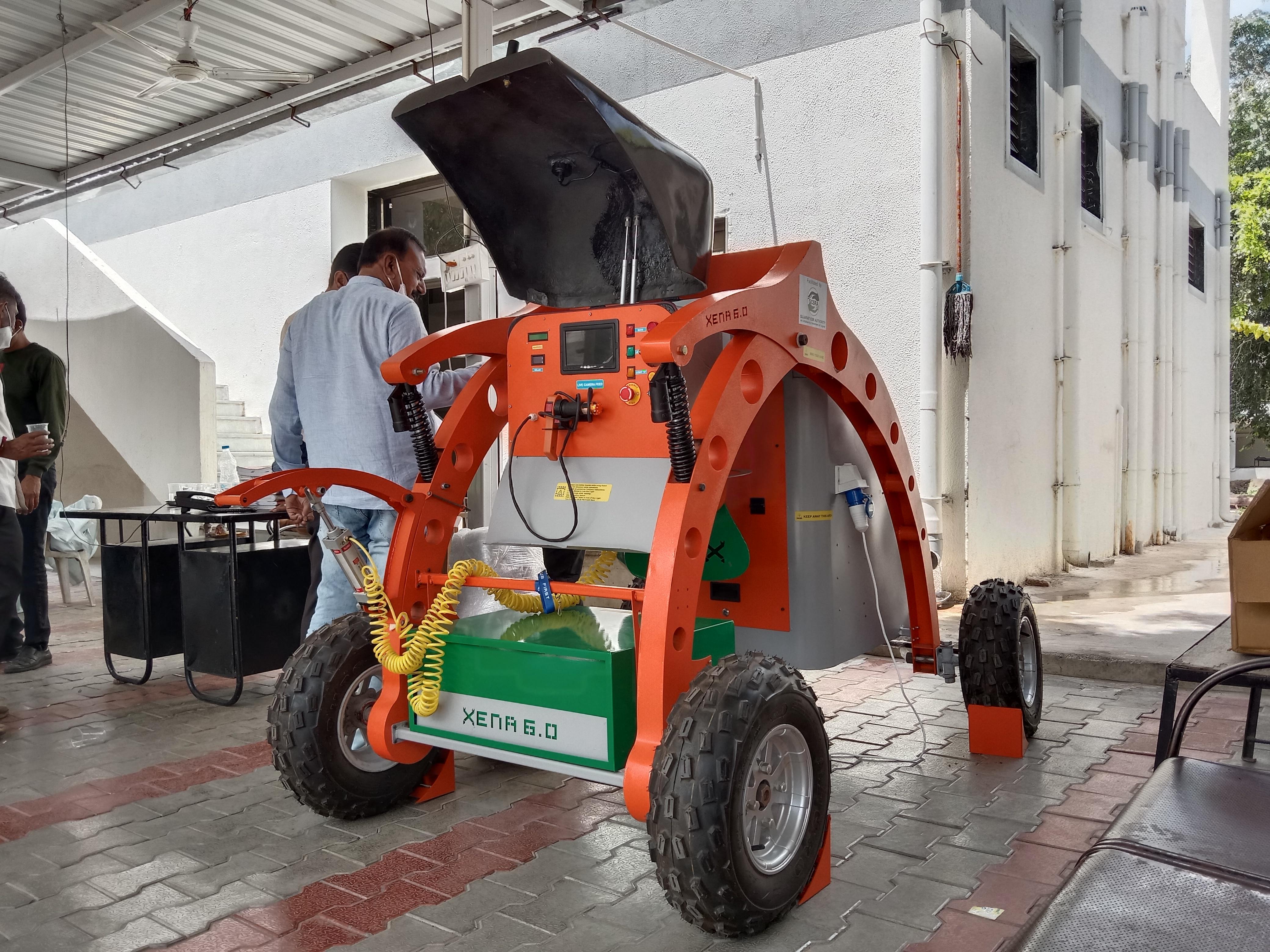 મહેસાણા પાલિકા ને પહેલું રોબોટિક મશીન મળ્યું - Divya Bhaskar