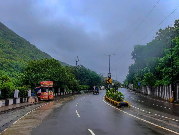 જૂનાગઢ શહેરમાં દિવસભર ઝરમર ઝરમર વરસાદ વરસ્તો રહ્યો હતો. - Divya Bhaskar