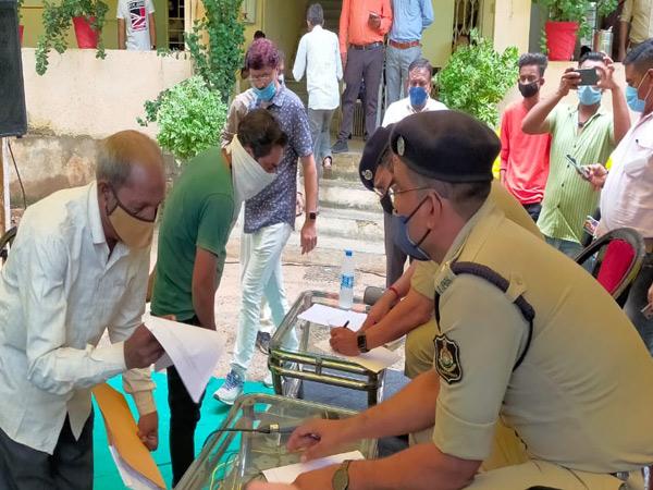 મોડાસામાં લોક દરબારનું આયોજન કરવામાં આવ્યું હતું. - Divya Bhaskar