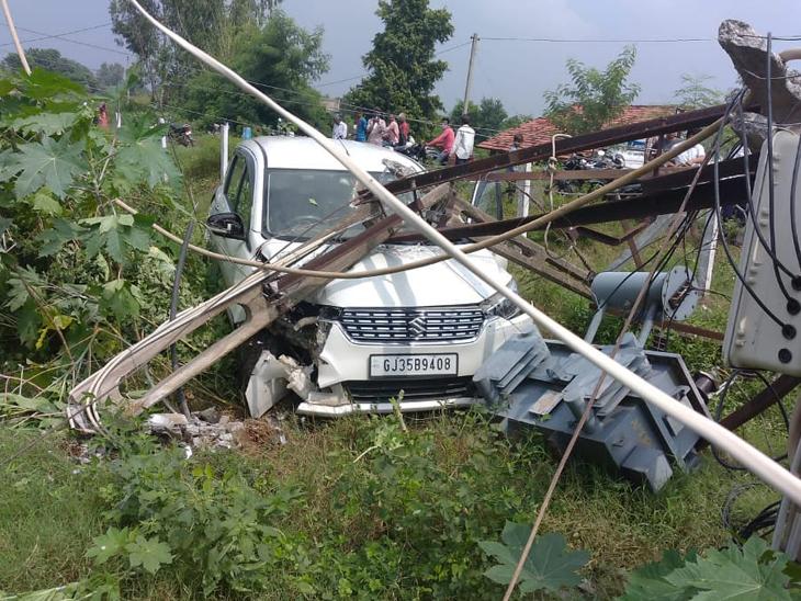 ગોપાલપુરામાં થાંભલા સાથે કાર અથડાઇ હતી. - Divya Bhaskar