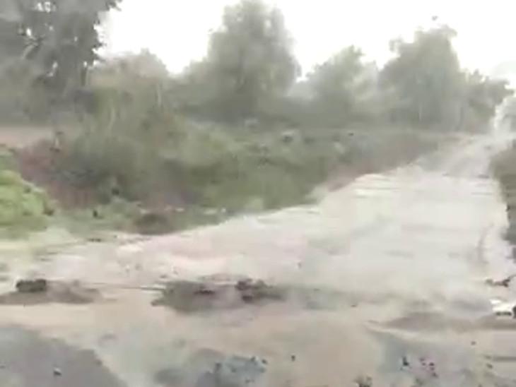 વાડીના રસ્તાઓ પાણી પાણી થયા.