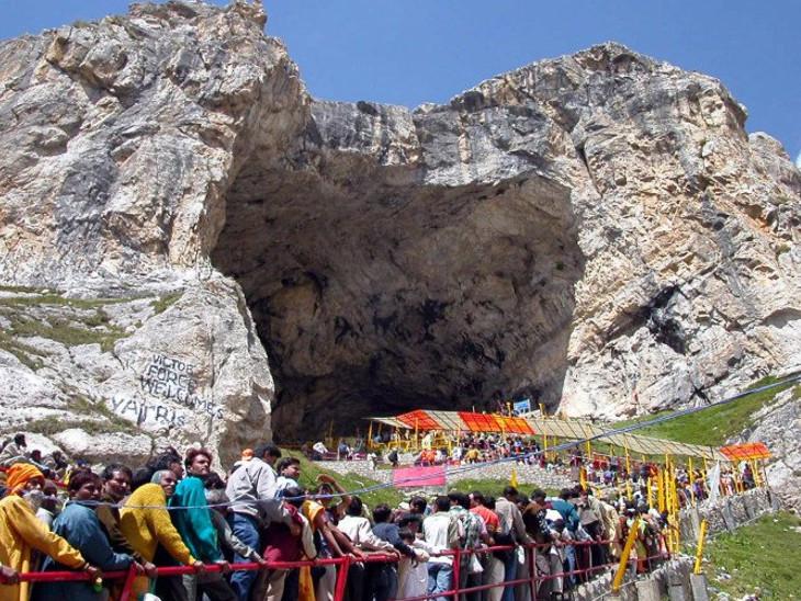આ ગુફા લગભગ 4000 મીટર ઊંચાઇએ છે. ગુફામાં શિવલિંગ પ્રાકૃતિક રૂપથી ચોક્કસ સમયગાળા માટે જ બને છે
