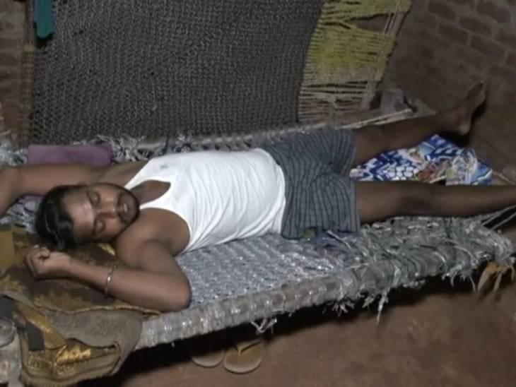 ગામના દરેક ઘરમાં તાવથી પીડિત લોકો છે.