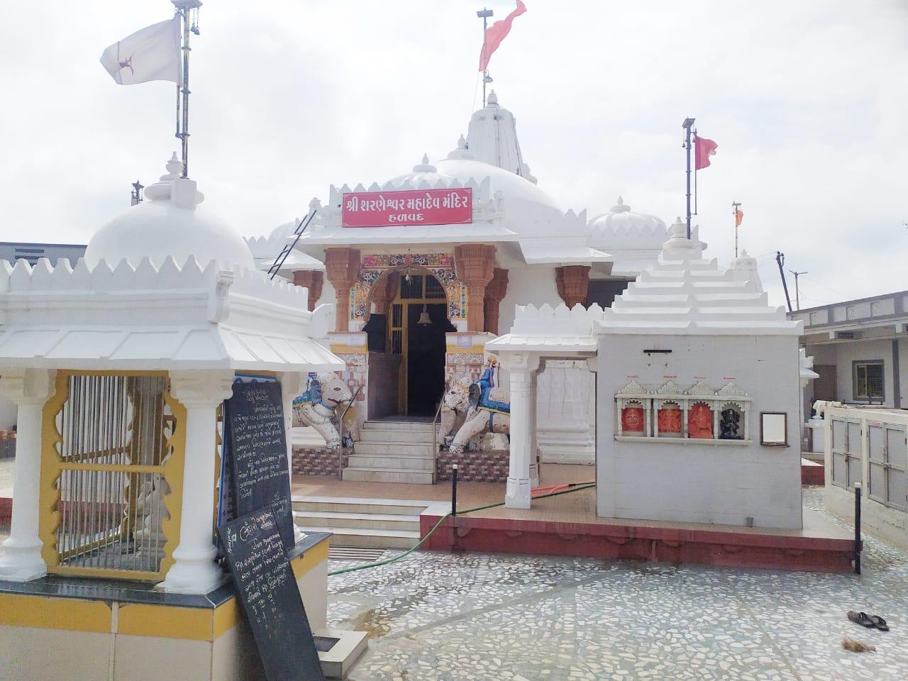 હળવદ ખાતે આવેલા 700 વર્ષ પુરાણા શરણેશ્વર મહાદેવ મંદિરને શુશોભીત કરાયું - Divya Bhaskar