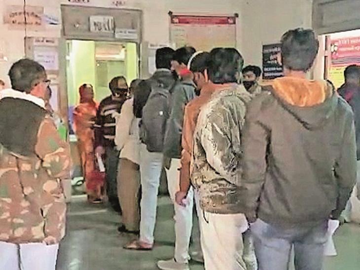 વાયરલ બીમારી વધતાં હોસ્પિટલો દર્દીઓથી ઉભરાઈ રહી છે. - Divya Bhaskar
