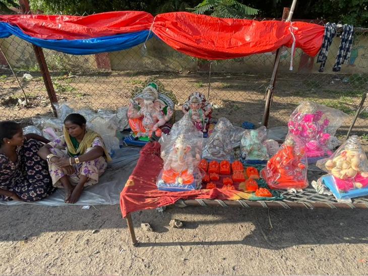 શ્રાવણ માસની અમાસ થઈ જવા છતાં ગણેશજીની મૂર્તિમાં ઘરાકી ન દેખાતા વેપારીઓમાં નિરાશા છવાઈ જવા પામી છે. - Divya Bhaskar
