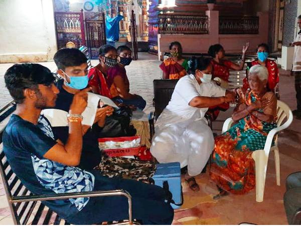 લખતર પંથકમાંરાત્રિ રસીકરણની તસવીર. - Divya Bhaskar