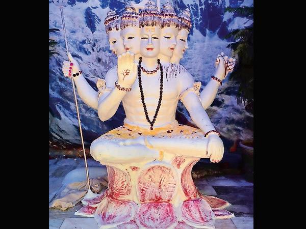 કરમસદ બાપેશ્વર મહાદેમાં પંચમુખી ચોખ્ખા ધીની શિવજીની મૂર્તિ બનાવી છે. - Divya Bhaskar