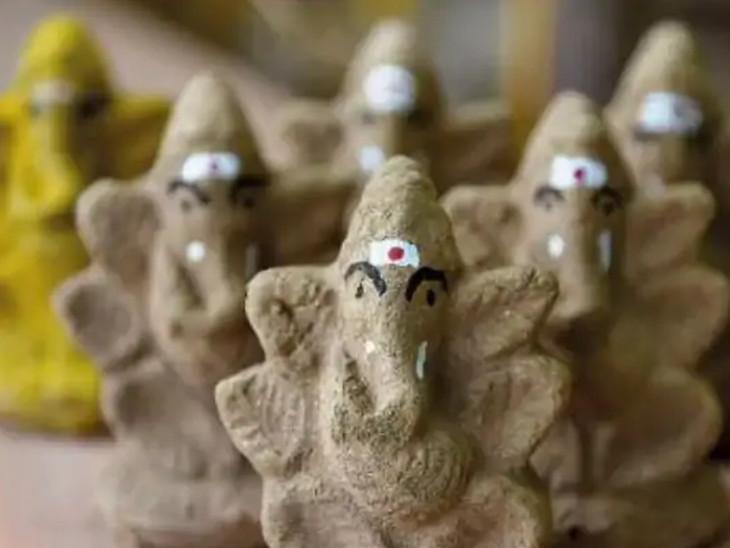 ગાયનાં છાણ એટલે ગોમયથી બનેલી ગણેશ મૂર્તિની પૂજા પણ કરી શકાય છે